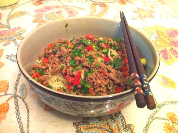 双椒肉末拌面的做法