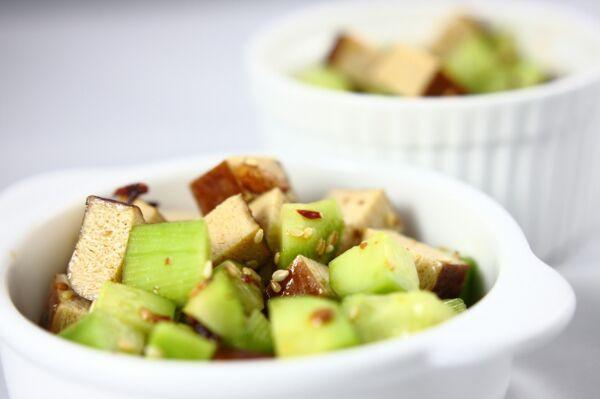 黄瓜拌豆干的做法