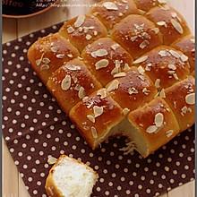 淡奶油杏仁软面包