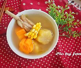 玉米红萝卜雪莲果汤的做法