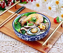 #钟于经典传统味#鲍鱼对虾香菇菠菜面的做法