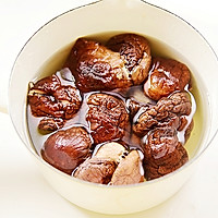 手把手教你做超级好吃的咸味粽——蛋黄肉粽的做法图解3