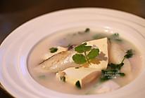 【三文鱼头豆腐汤】又美容又健康的做法