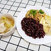 青椒千张丝+金针菇蒸蛋+白菜鱼饼汤