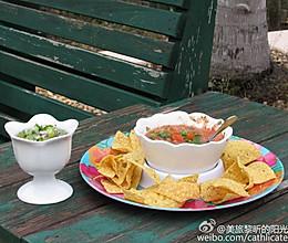 酷爽开胃菜:墨西哥红绿Salsa辣酱配玉米片的做法