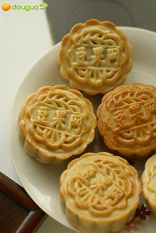 莲蓉蔓越莓广式月饼的做法
