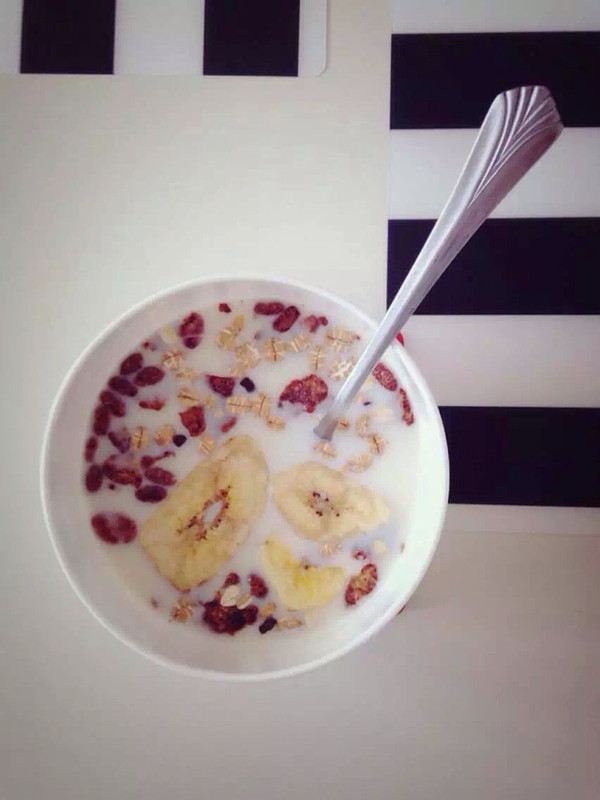 【分分钟早餐】牛奶燕麦的做法