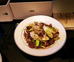 这个周末不外卖,在家好好吃饭→京葱炒牛肉的做法