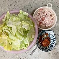 #好吃不上火#油腐乳包菜炒肉的做法图解1