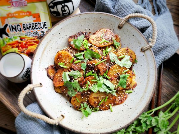 这才是土豆最好吃的做法——干锅土豆片的做法