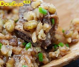 绿豆焖排骨糯米饭的做法