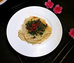 #精品菜谱挑战赛#油泼香椿小面的做法