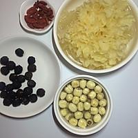 银耳莲子红枣桂圆羹~养颜又美味的做法图解2