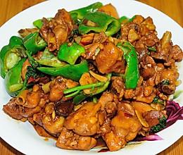 家常红烧辣子鸡块 肉嫩汁浓有秘诀 配上米饭让你吃不够的做法