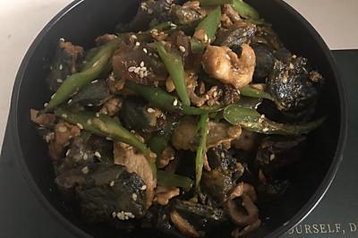 03青椒皮蛋炒肉