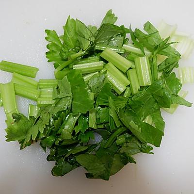 排毒芹菜汁的做法 步骤2