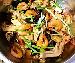 明虾鸡爪煲的做法