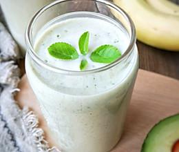 牛油果香蕉奶昔——敲好喝的夏日特饮#夏日冰品不能少#的做法