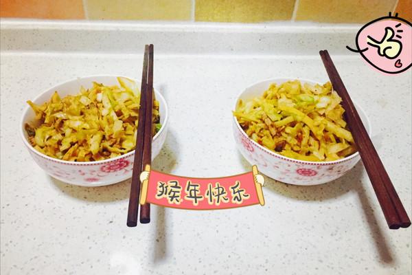圆白菜炒饼-妈妈菜的做法