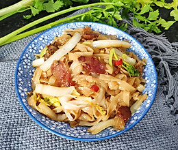 #憋在家里吃什么#腊肠炒米粉的做法