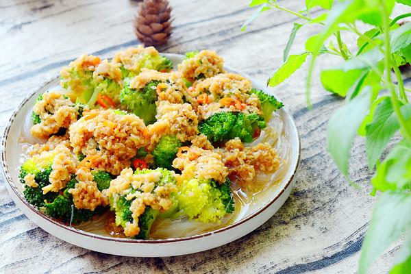 金蒜粉丝蒸西兰花-低脂健康好营养的做法