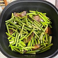 蒜苔炒腊肉的做法图解5