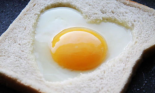 【爱心煎蛋吐司】的做法