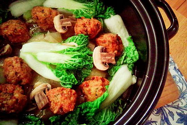 清炖雪莲果豆腐丸子锅的做法