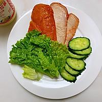 #321沙拉日#奥尔良鸡肉汉堡的做法图解2