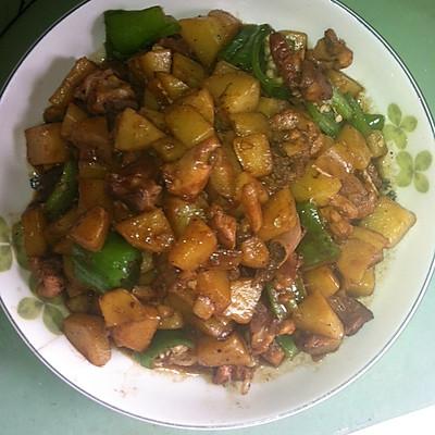 红烧鸡肉土豆。