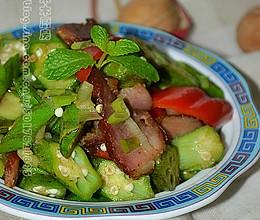 秋分时节养生菜---秋葵炒腊肉的做法