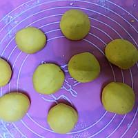 #硬核菜谱制作人#芝麻南瓜饼的做法图解5