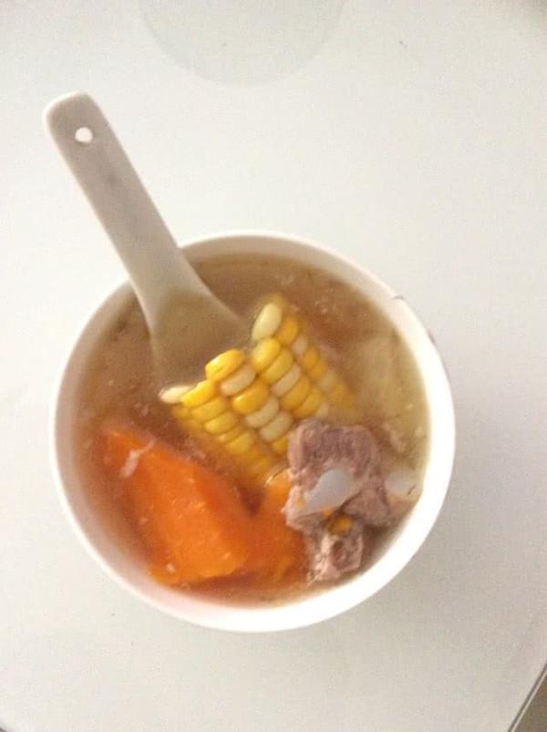 ★电饭煲版★♛玉米胡萝卜排骨汤♛的做法