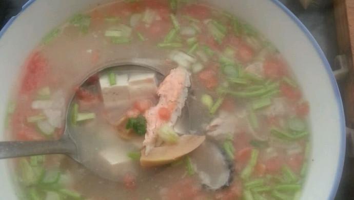 三文鱼骨竹笋豆腐汤