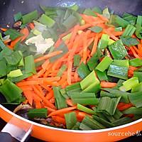小鱼干炒胡萝卜的做法图解7