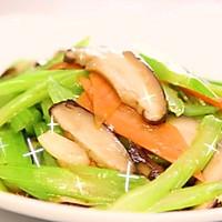 芹菜炒香菇丨越吃越上癮,簡單又清淡,家常美味!!的做法圖解5