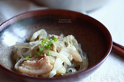 【猪肉酸菜炖粉条】 东北名菜