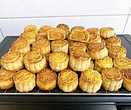 #中秋团圆食味# 广式月饼—蛋黄莲蓉月饼的做法