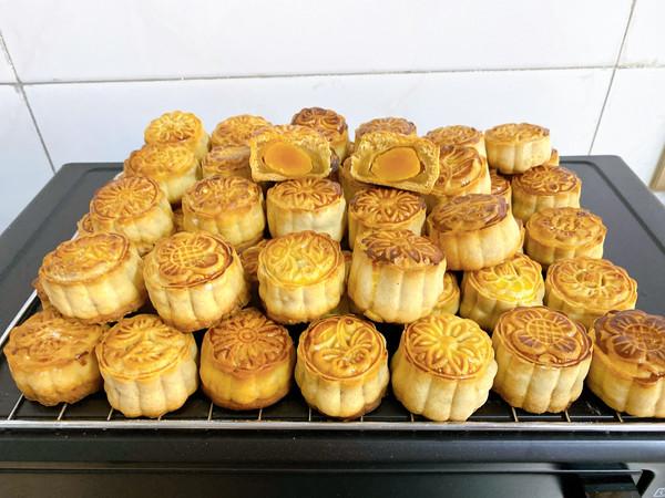 广式月饼—蛋黄莲蓉月饼的做法