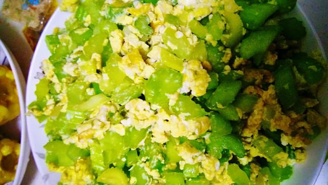 芹菜炒鸡蛋的做法