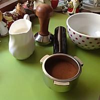 在家煮一杯好咖啡--拉花拿铁 Love的做法图解1
