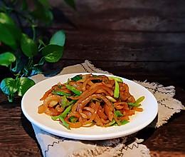 #春季食材大比拼#青椒炒肉皮的做法