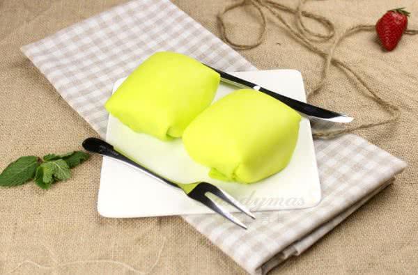 甜心美斯教您做港式甜品——榴莲班戟的做法
