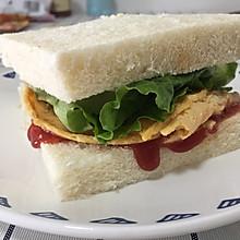 #换着花样吃早餐#微波炉也可摊鸡蛋饼,泡菜鸡蛋三明治,