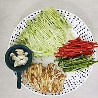 #仙女们的私藏鲜法大PK#圆白菜炒油条 鲜香好吃消耗剩油条的做法图解2