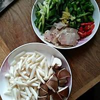 双菇回锅肉#我要上首页下饭家常菜#的做法图解3