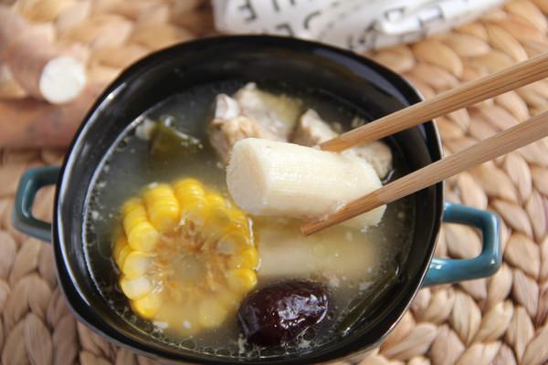 铁棍山药海带玉米排骨汤的做法