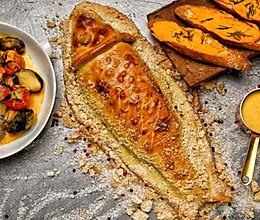 大西洋海鲈鱼-海盐香草面包皮烤全鱼的做法