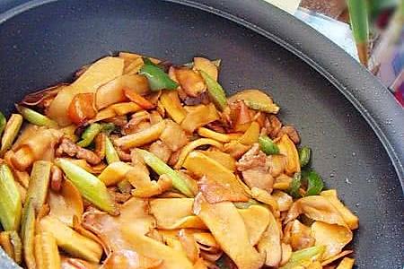 干锅萝卜干杏鲍菇的做法