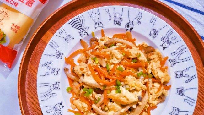 #一起土豆沙拉吧#菌菇胡萝卜滑蛋的做法